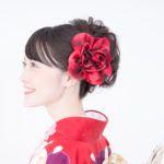 成人式の髪型はどうする?振袖に合う髪飾りや生花の選び方を解説